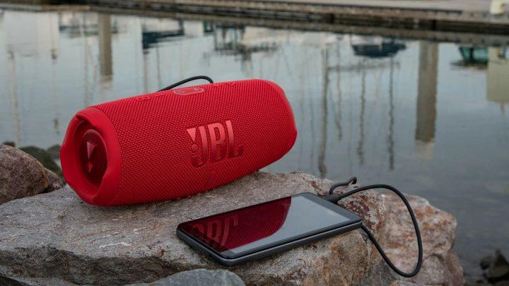 Test de la JBL Charge 5 : Une enceinte Bluetooth compacte avec un son puissant