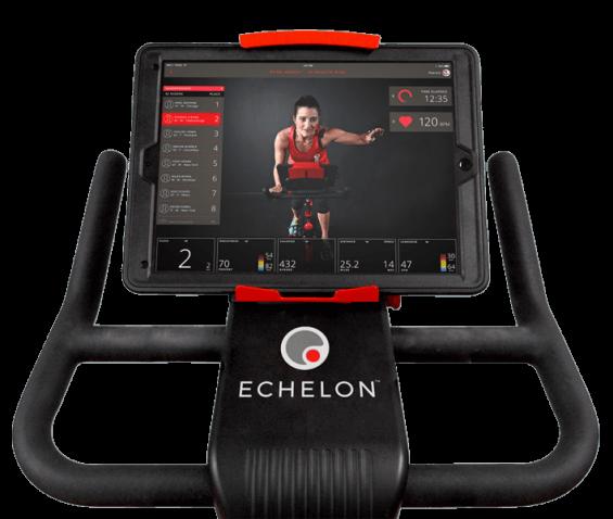 Test du vélo d'appartement Echelon EX3 Smart Connect Max : notre testeur met la machine à l'épreuve.
