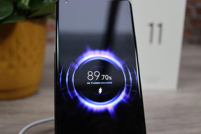 Xiaomi Mi 11 50W Qi charging